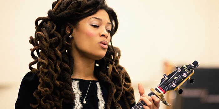 valerie june L